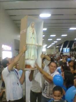 Recepção da comitiva e da imagem no aeroporto. (credito: Arquidiocese de Natal)