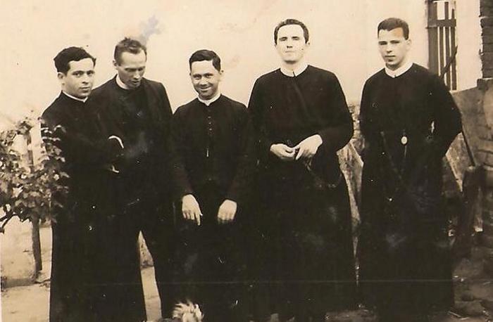 1938: Santas Missões de Avaré, em 1938. Na foto, a Equipe Missionária. Da esquerda para a direita, o segundo é padre Victor Coelho de Almeida e os dem
